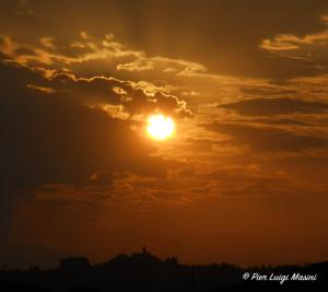 tramonto sulla collina_